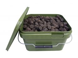 BLOOD & MEAT HALIBUT PELLETS 20mm 3,5Kg im 5L Eimer Heilbutt mit Loch